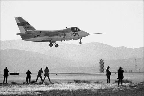 21 novembre 1972 sur le terrain de Palmdale (Californie) : le premier prototype du S-3A prend l'air pour son vol inaugural. L'avion très compact, avec une dérive généreusement dimensionnée !
