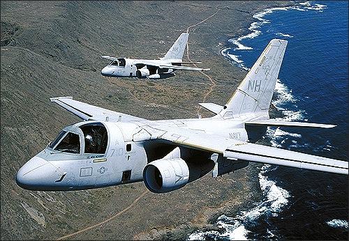Dans ses dernières années, le Viking avait reçu le camouflage gris uniforme devenu la norme sur les porte-avions. Sic transit gloria mundi…