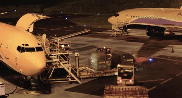 Les dessertes confiées à ASL Airlines France sont assurées en Boeing 737-300 et en Boeing 737-400, à l'exception de la ligne de Brest opérée en Beech 1900.