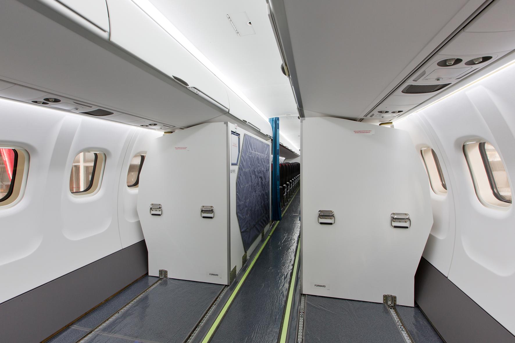 En 2015, ATR a obtenu la certification de la cabine « Cargo Flex », qui combine jusqu'à 44 sièges passagers avec une capacité de fret doublée et portée jusqu'à près de 20 m3.