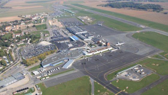 Beauvais, 3ème aéroport parisien, spécialisé dans le trafic low cost a choisi d'accueillir les moyens aériens de l'IGN