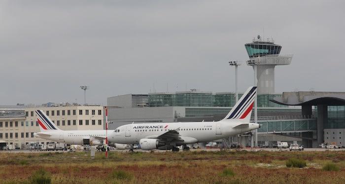 Air France représente 43% du trafic de l'aéroport. Une première place loin devant Easyjet (25%), mais cette dernière continue d'ouvrir des lignes et connaît une croissance à deux chiffres…