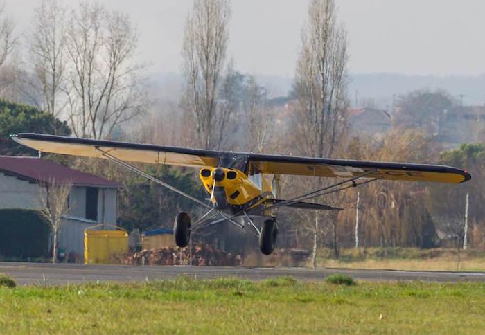 Le Carbon Cub EX2 est propulsé par un moteur de 180 cv