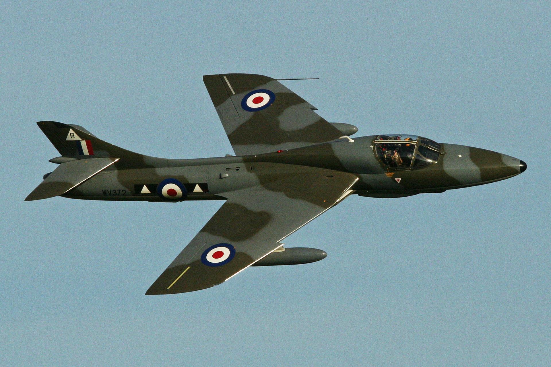 Suite à l'accident mortel lors du Shoreham Airshow, fin Aout 2015, la CAA a interdit de vol les Hawker Hunter et les manœuvres acrobatiques à tous les autres jets.
