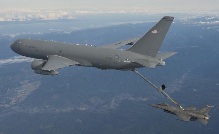 Le ravitailleur KC-46A est équipé d'une perche de ravitaillement de 18 m de long.
