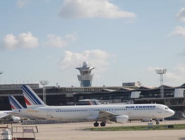 Air France-KLM progresse de +2,5% à Paris en 2015, mais à Orly, c'est le low cost qui porte la croissance