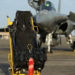 Un siège MKF-16F de Rafale produit par SEMMB (Safran / Martin Baker) comprend 3.500 pièces et pèse 90 kg