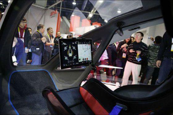 La programmation du vol est possible par l'intermédiaire de la tablette embarquée à bord. Outre les données du vol, chauffage et lumière d'ambiance dans la cabine sont également programmables.