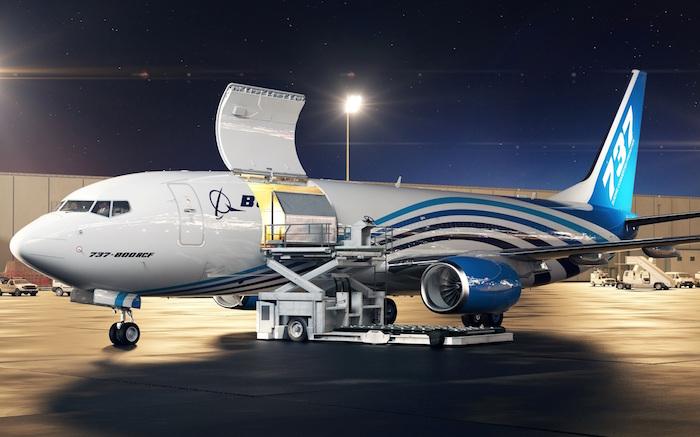 La transformation du 737-800NG en version fret (BFC) porte sur l'installation d'une grande porte cargo, d'un dispositif de manutention du fret et un aménagement pour 4 passagers.