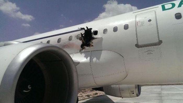 Les causes de l'impressionnant trou dans le fuselage de l'A321 de Daallo Airlines ne sont aps encore connues.