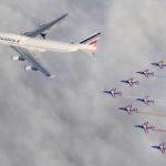 Le Jumbo Jet et son escorte au-dessus de la couche…
