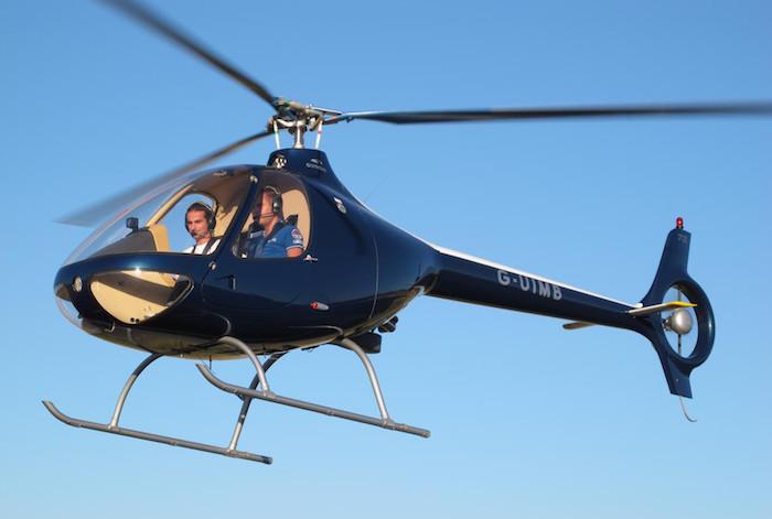 Le Cabri G2 d'Hélicoptères Guimbal aux couleurs de son distributeur britannique Cotswold Helicopter Centre.
