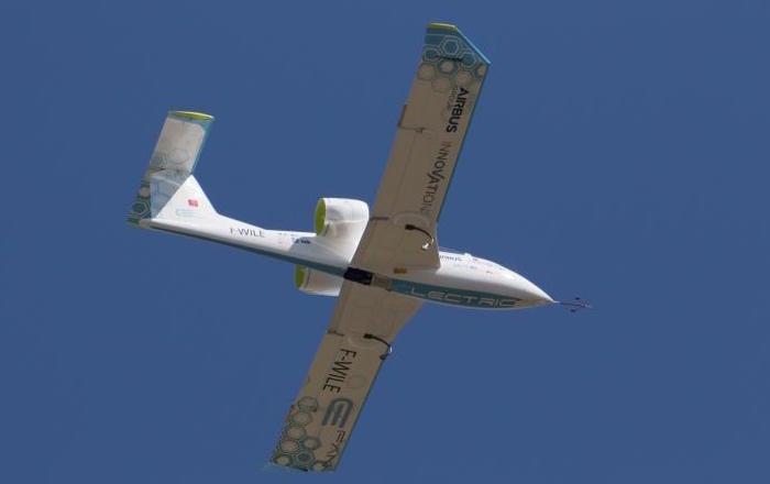 Sous l'impulsion de Jean Botti, le projet E-Fan de Didier Esteyne (Aéro Composites Saintonge) a pris une nouvelle envergure