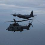 Volets sortis, tuyaux déroulés, le MC-130J ralentit à 120 kt pour tenir la formation avec les hélicoptères.