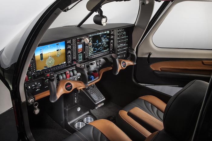 Le Mooney M20V Acclaim Ultra est équipé d'une suite avionique Garmin G1000.