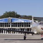 Sur l'aéroport de Saint Tropez, JCDecaux Airport a décliné la marque NetJets en 14 dispositifs