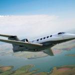 A la vitesse de croisière rapide de 453 kts, le Phenom 300 a une autonomie de 1.971 NM (3.650 km) avec 6 personnes à bord.