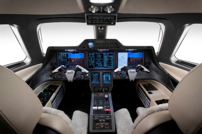 Le Phenom 300 est équipé de la suite avionique Prodigy Touch extrapolée du Garmin G3000.