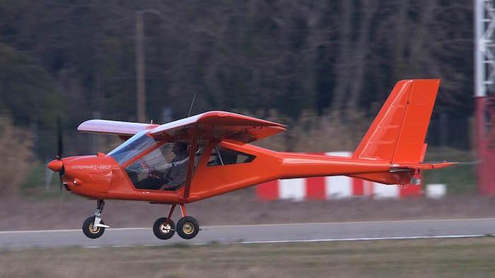 L'A22L2 est équipé d'untrain d'atterrissage tricycle amorti par son train principal à lames et par amortisseur hydraulique pour la roue avant conjuguée.
