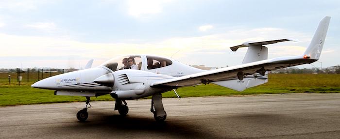 Sur les 300 heures de vol du cursus NG300 d'Airways College, 74 heures sont réalisées sur bimoteur.
