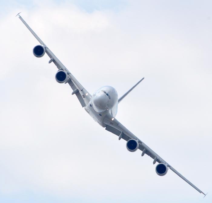 L'A380 en démonstration au salon de Singapour 2016