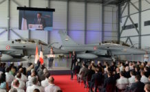 Dassault va poursuivre l'accompagnement de l'armée de l'air égyptienne en termes de formation et de soutien, après les livraisons des 6 premiers Rafale en 2015 et 2016,