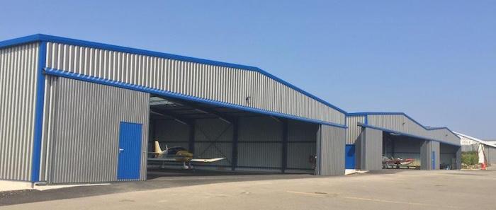 Les nouveaux hangars de l'aéro-club sur l'aérodrome de Darois