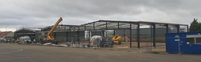La construction des deux nouveaux hangars