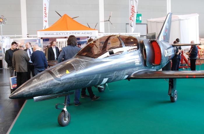 Une réplique dite ultralégère de L-39 de Skyleader vole en République Tchèque.