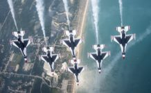 Les Thunderbirds de l'US Air Force volent sur F-16A