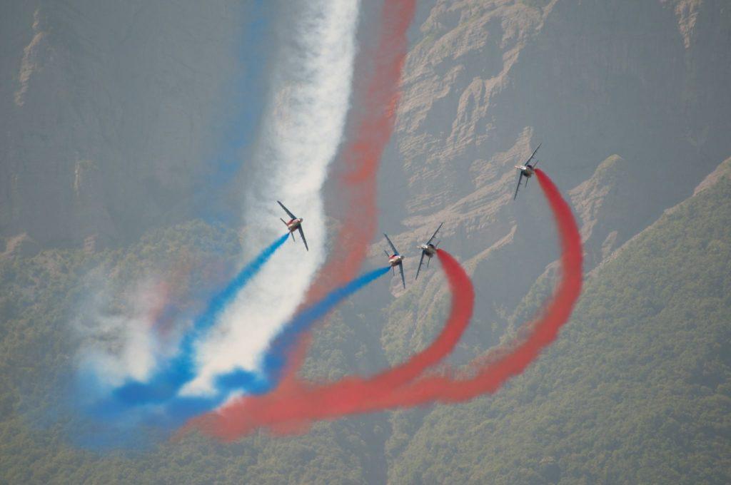 Environnement difficile pour les évolutions de la Patrouille de France mais le spectacle n'en est que plus beau.