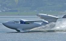 L'Akoya de Lisa Airplanes sur le lac du Bourget, près de Chambéry (Savoie)