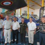 Entourés par une belle brochette de bénévoles du musée (et anciens de Sud Aviation et/ ou d'Eurocopter…) le général Jean-Pierre Job, ancien chef d'état-major de l'armée de l'Air et Claude Piccirillo, maire de St Victor (respectivement 2ème et 3ème en partant de la gauche).