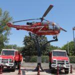 Une Alouette 3 de la Sécurité Civile tient compagnie au Canadair. Les amateurs de camions rouges ne seront pas déçus.