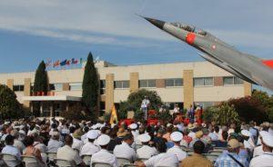 Sous le soleil radieux d'Istres, à l'ombre du célèbre Mirage IIIB qui a vu passer des générations de navigants, les amateurs de discours se régalent…