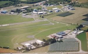 Le centre de formation aéronautique Polyaero de l'université Aix-Marseille est implanté, sur la plate-forme aéronautique de Tallard, au coeur d'une zone d'activité aéronautique regroupant 350 emplois.