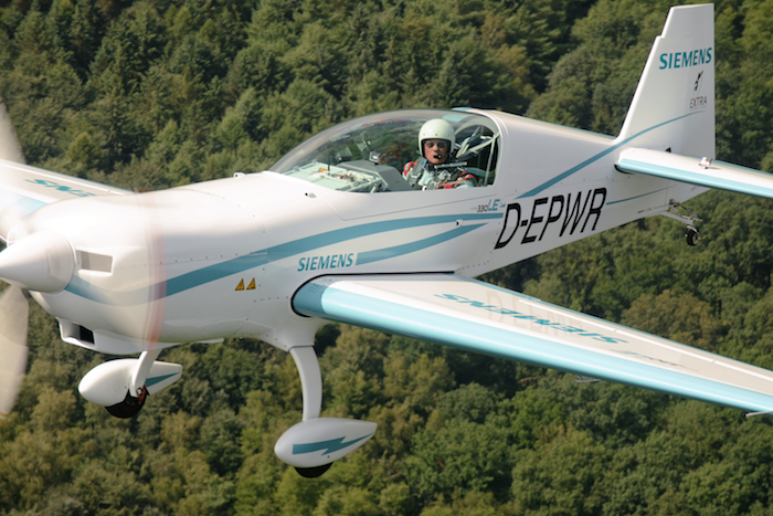 L'Extra 330LE à moteur électrique Siemens possède une masse maximale au décollage voisine de 1.000 kg