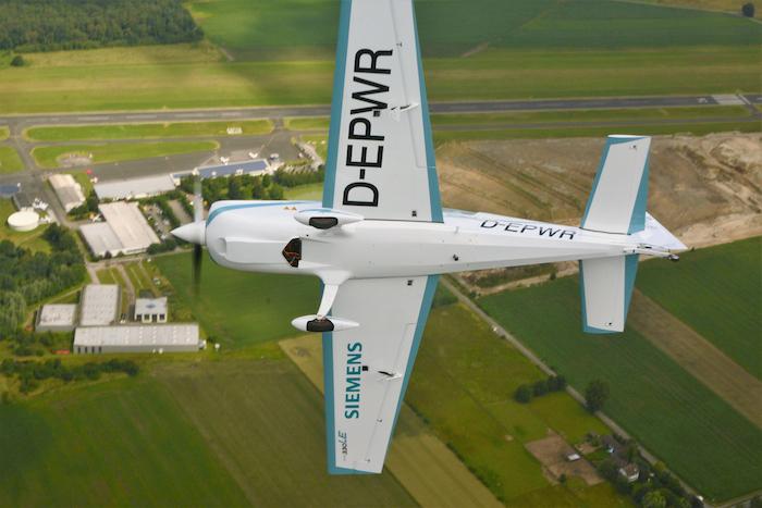 L'Extra 330LE est un banc d'essais volant capable de soumettre la motorisation électrique à de forts facteurs de charge