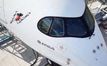 Avec le drone, les opérateurs n'ont plus besoin d'utiliser un chariot télescopique pour réaliser les inspections visuelles des avions de ligne. © Airbus