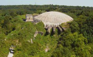 La Coupole, située à 5 km de Saint-Omer (Nord-Pas-de-Calais), figure parmi les vestiges les plus impressionnants de la Seconde Guerre mondiale en Europe. © Fabrice Morlon / Aerobuzz.fr