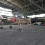 Le Mirage F1BQ est une célébrité locale : n'ayant pas été livré à l'Irak pour cause d'embargo, il ne compte que 8h15 de vol !
