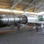 Le Mystère IV n°299 termine son long voyage immobile sur le terrain qui l'a vu naitre en 1956, mais de l'autre côté de la piste… Le réacteur est un Verdon signé Hispano Suiza.