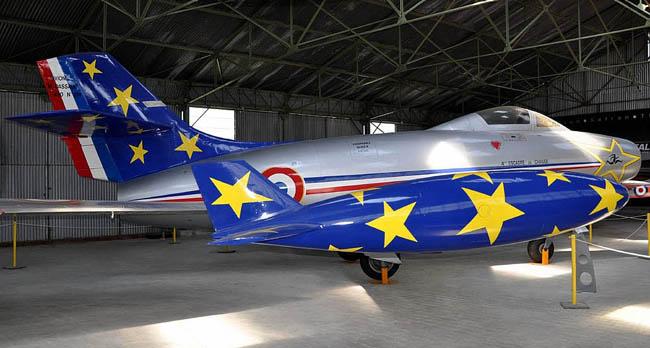 Le MD 450 Ouragan équipa, avec cette décoration d'inspiration très américaine, la Patrouille de France de 1954 à 1956.