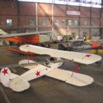 Ancien siège du Centre d'Essais en Vol, cet immense hangar Eiffel classé monument historique, abrite une vingtaine d'appareils. Au 1er plan un Polikarpov PO2.