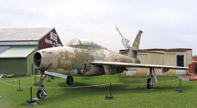 Ce Républic F84F Thunderstreak a été décapé dans l'attente de sa nouvelle livrée.