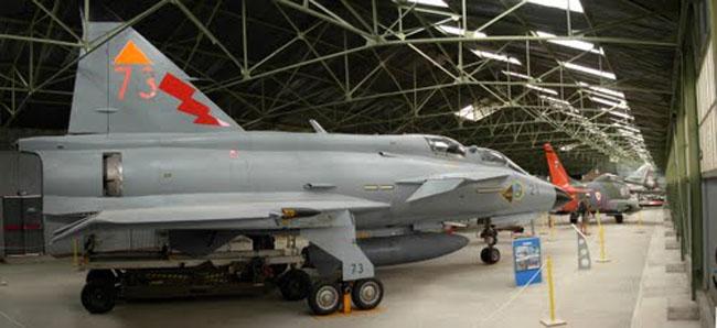 Les partenariats tissés avec les forces aériennes Européennes ont permis l'acquisition d'appareils rares dans l'hexagone, tel ce SAAB Viggen, l'un des plus beaux fleurons de la collection.