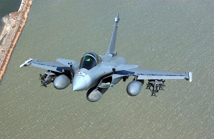 Lieu : Istres Pilote : Olivier FERRER Configuration : AASM + 2 MICA EM en Ext Voilure, + 2 MICA EM en Int Fuselage, + 3 Bidons 2000 l.
