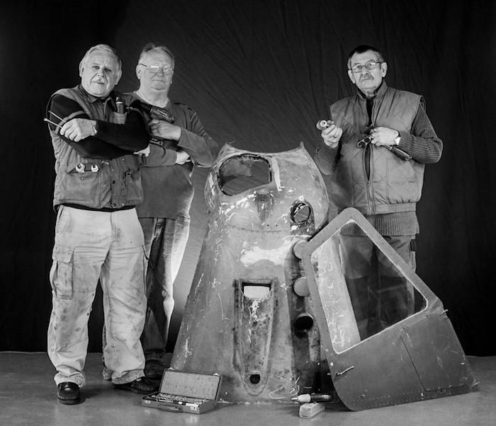 Les mécanos bénévoles du musée de l'air d'Angers n'hésitent pas à se mettre en scène pour récupérer des fonds sur internet. © GPPA
