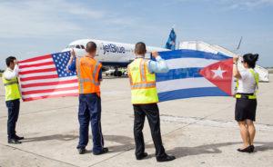 L'arrivée à Santa Clara du premier vol régulier entre les USA et Cuba depuis 1961. © JetBlue