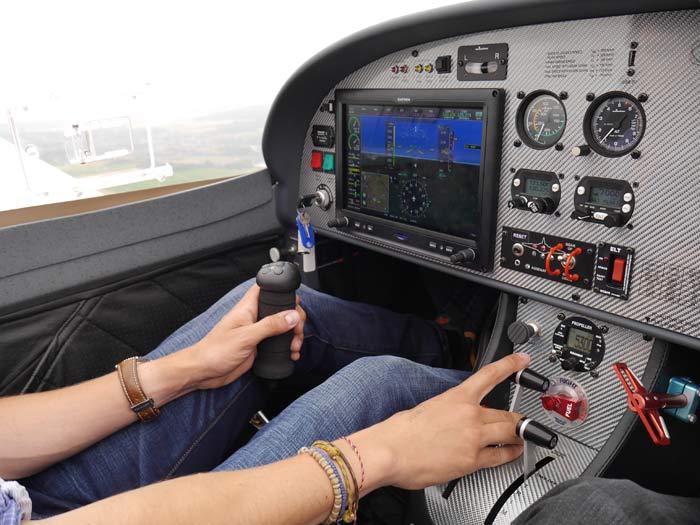Garmin G3x, parachute, pas variable et train rentrant : la Ferrari des ULM a de quoi séduire © Aerobuzz/Fabrice Morlon